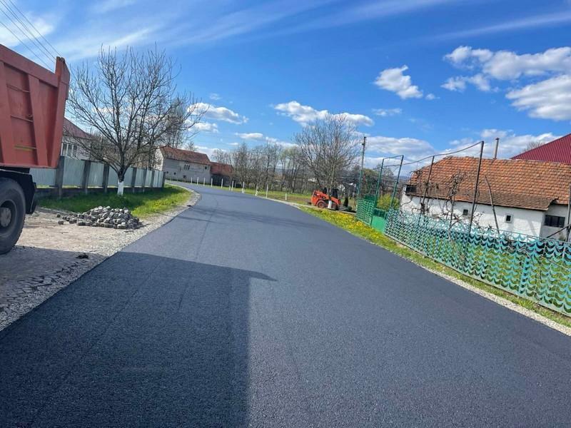 У Білках відремонтували ділянку дороги, яку не ремонтували кілька років