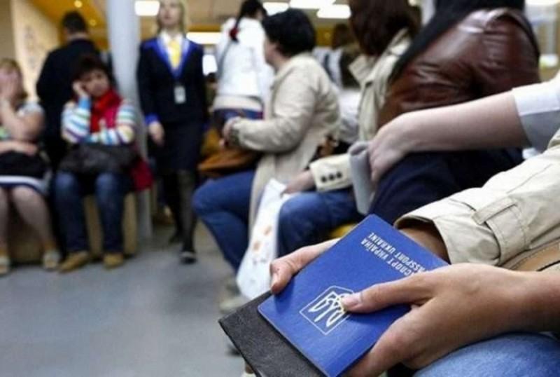 Заробітчани отримають код-ідентифікатор для перевірки сплати податків