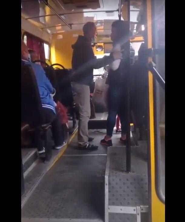 З'явилося відео побиття жінки в маршрутці