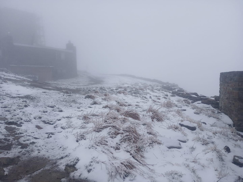 За день до літа на високогір'ї Закарпаття падає сніг