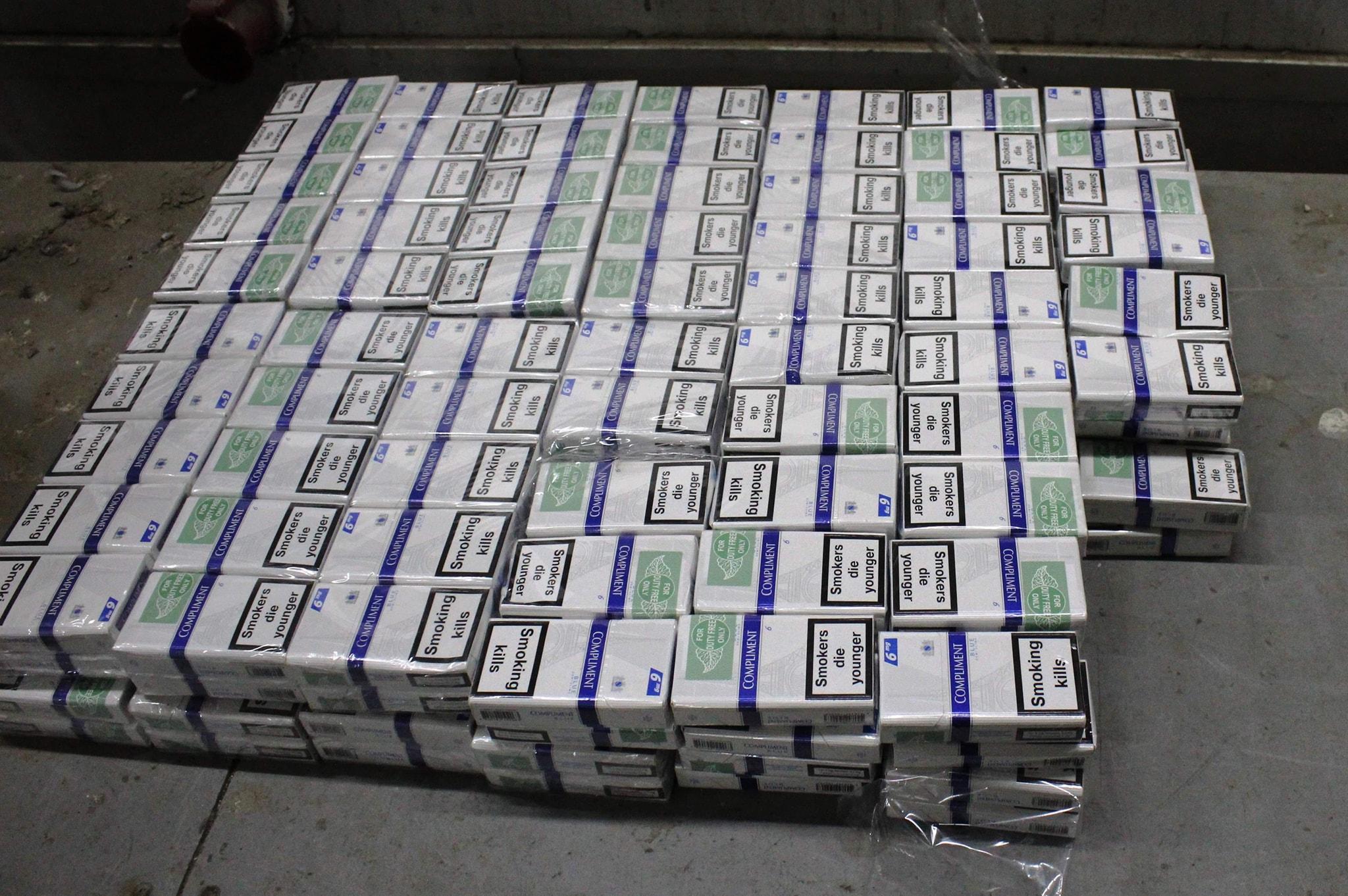 У легковику закарпатця виявили партію контрабандних сигарет