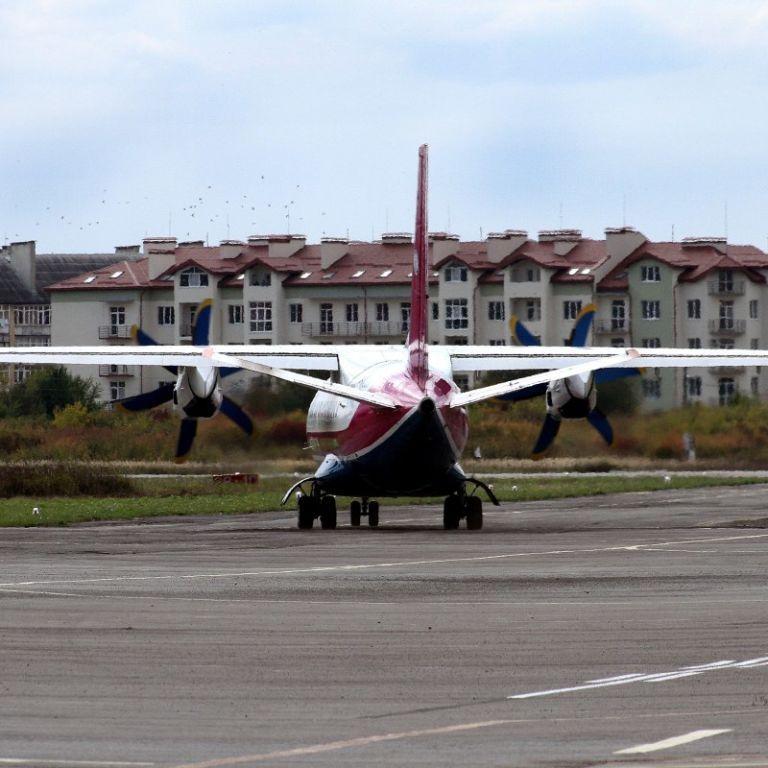 """Відомо, коли відновить повноцінну роботу аеропорт """"Ужгород"""""""
