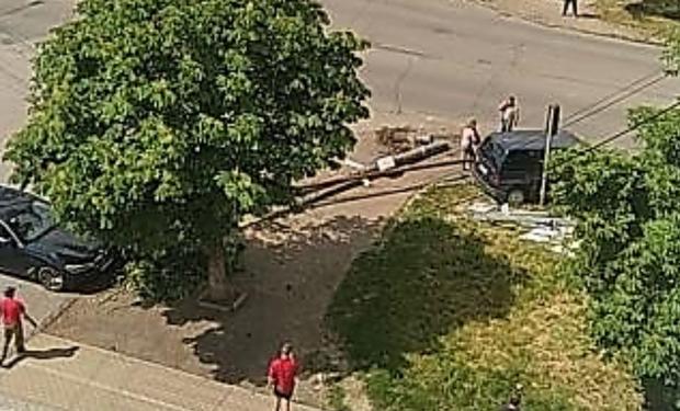 Автомобіль в Ужгороді зніс електроопору