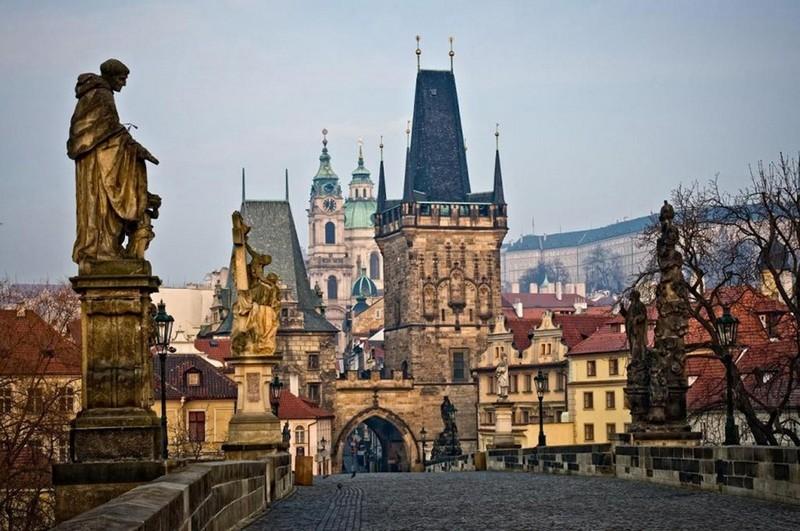 У Чехії почали видавати COVID-паспорти для подорожей у сусідні країни