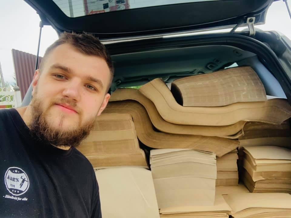 В Україні почали продавати придуманий закарпатцем папір з опалого листя