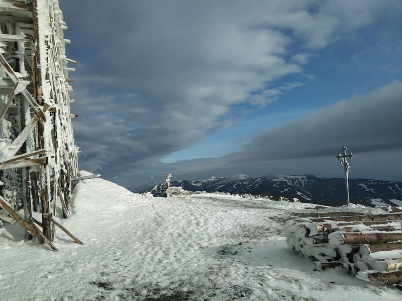 У горах на третій день літа лежить сніг