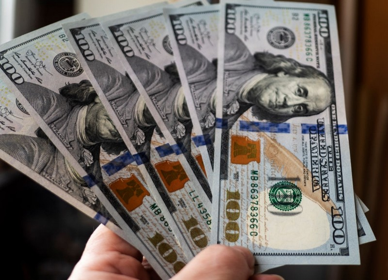 Курс валют на 4 червня: долар впав до мінімуму
