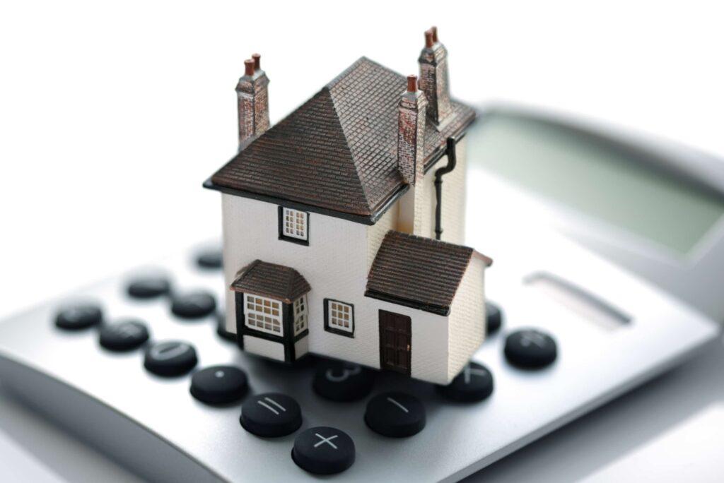 Українцям нагадали про податок на нерухомість: квитанції прийдуть вже незабаром