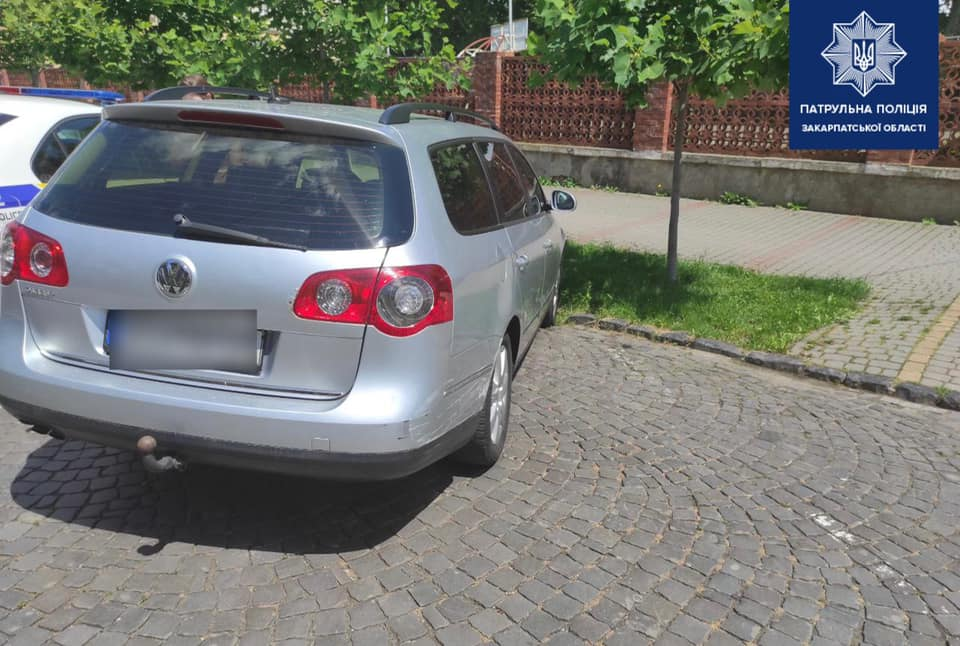 У центральній частині Мукачева трапилась ДТП. Патрульні розшукують винуватця