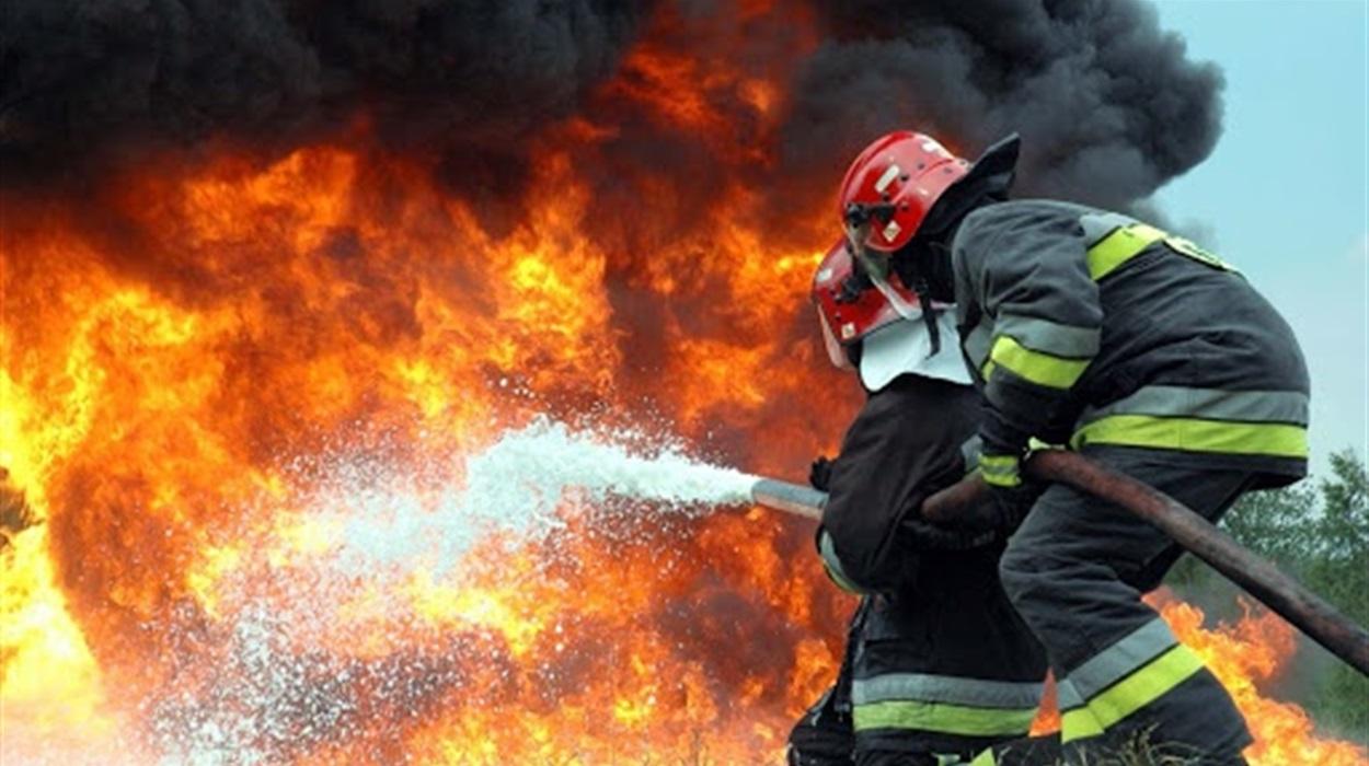 На Закарпатті горіла вантажівка: вогонь знищив кабіну та документи