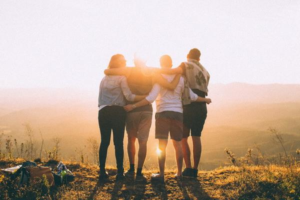 День друзів 2021: традиції свята та привітання з днем дружби