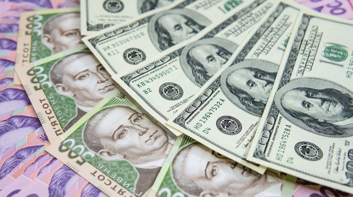 Курс валют у червні: курс долара впав до мінімуму