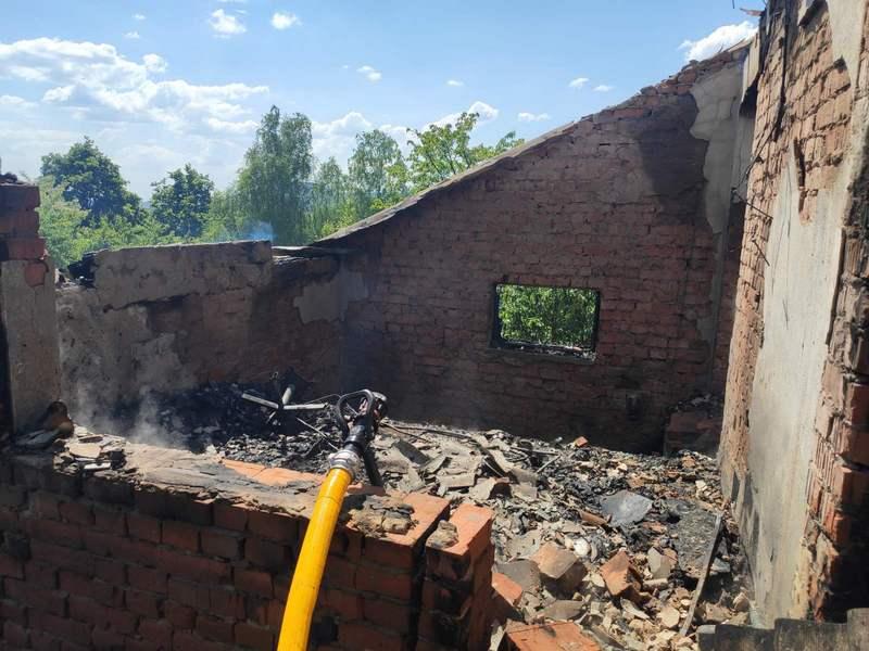 Вогонь знищив будинок: рятувальники показали фото