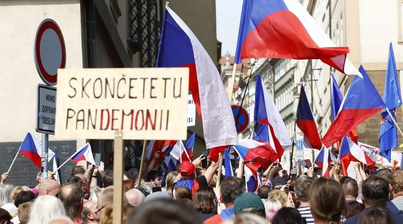 Протести в Чехії: у центрі Праги зібрались обурені люди