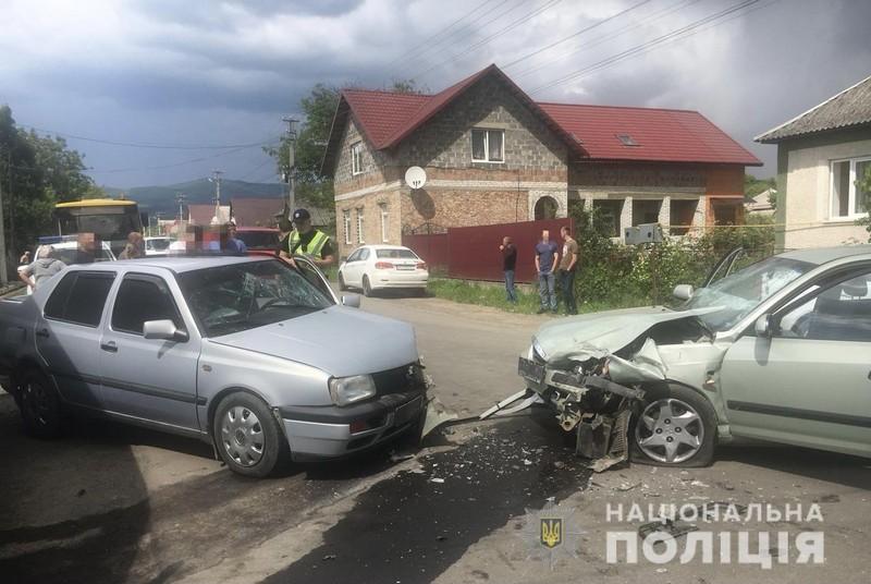Потрійна ДТП у Мукачівському районі: постраждало 4 людей