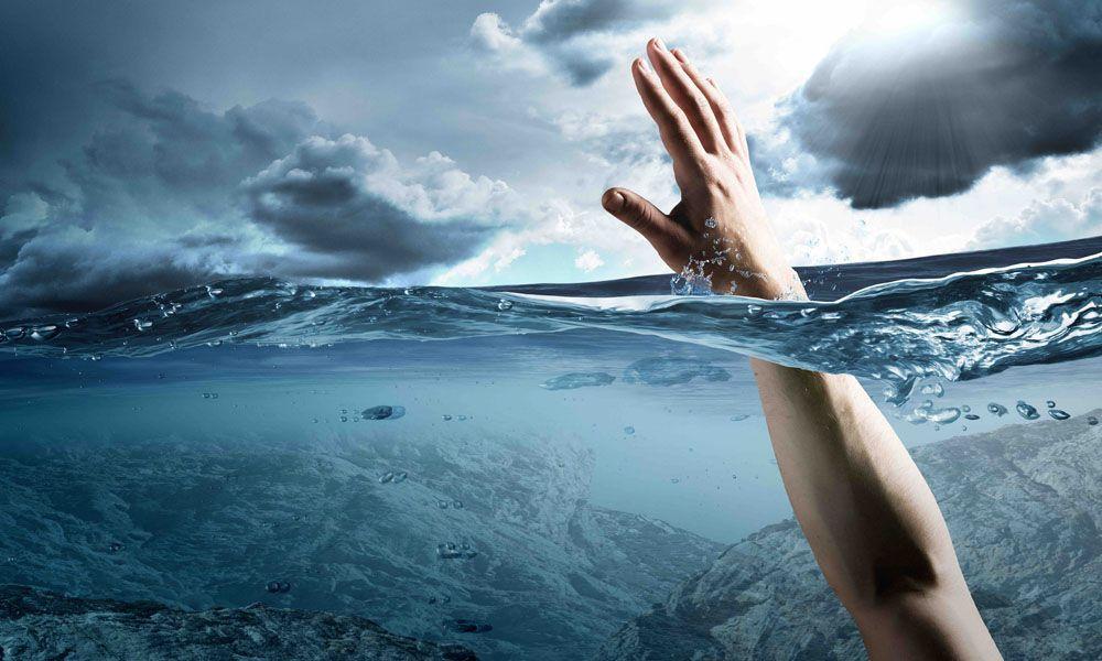 У річці виявили утопленим чоловіка: його особу встановлюють