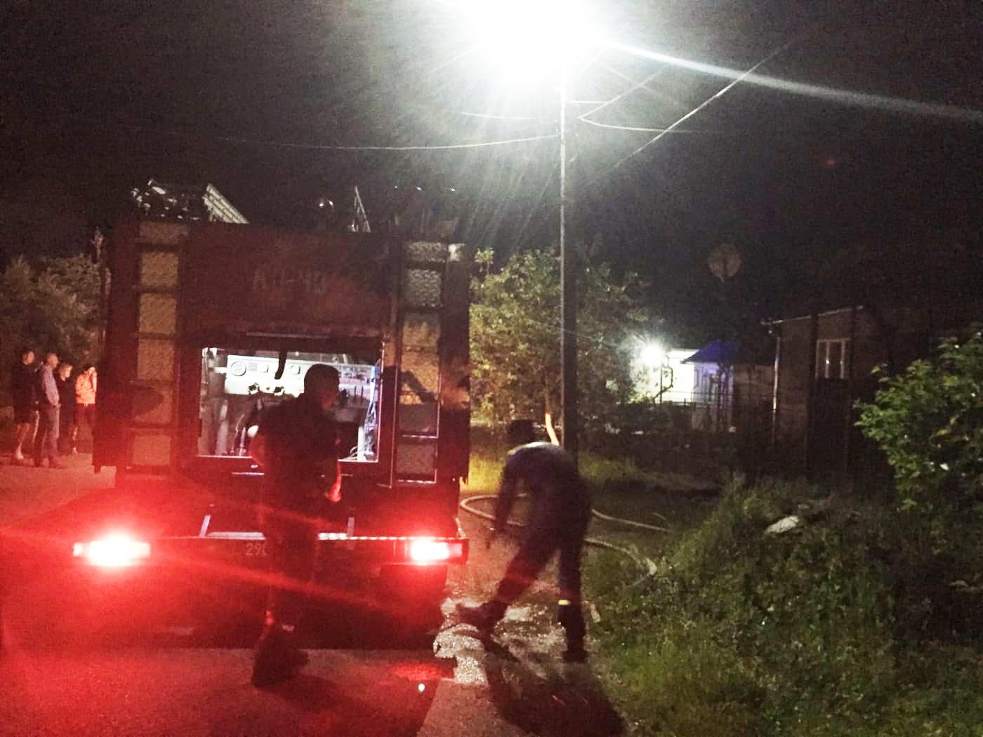 Вогнеборці врятували від знищення будинок