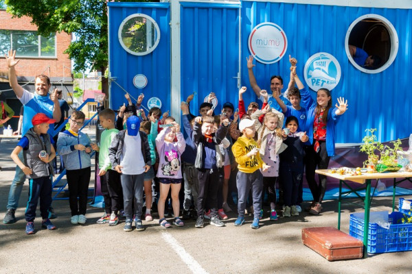 Угорська міні-лабораторія з переробки пластику побувала в Ужгороді