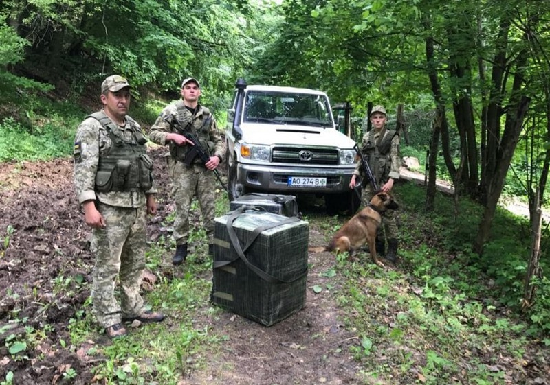 В Ужгородському районі прикордонники припинили спробу контрабанди сигарет