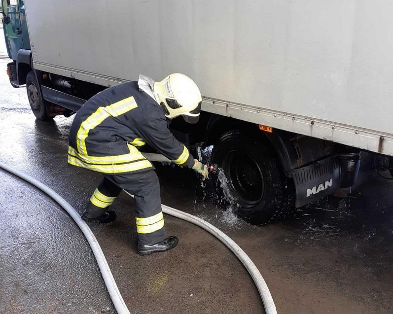 У селищі Воловець загорілась вантажівка