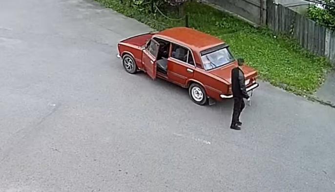 Фейсбук облетіло відео, зняте у Мукачеві. Люди обурені побаченим