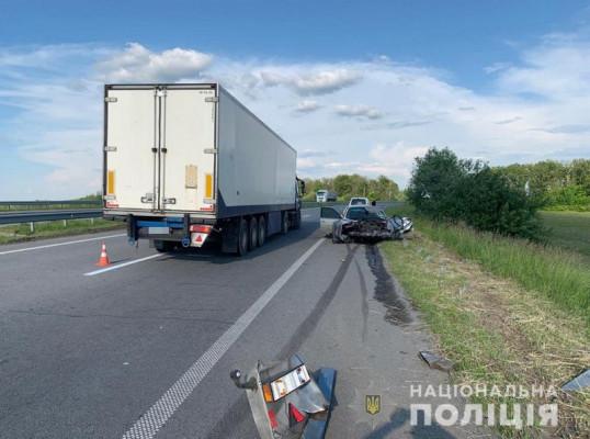 Закарпатець на BMW врізався у вантажівку на трасі Київ-Чоп