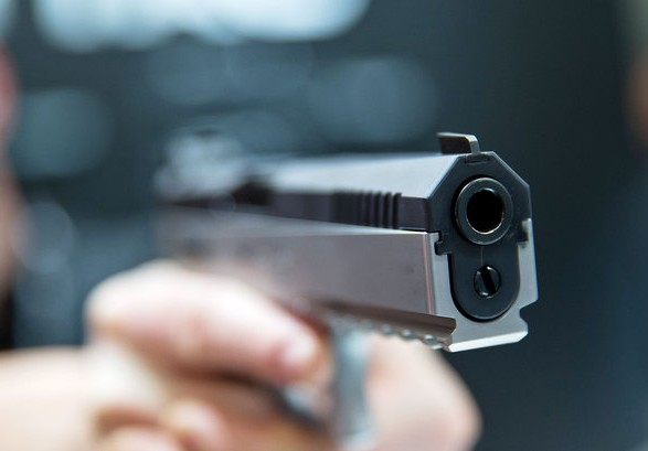 Поводився агресивно та погрожував зброєю: поліцейські зловили втікача