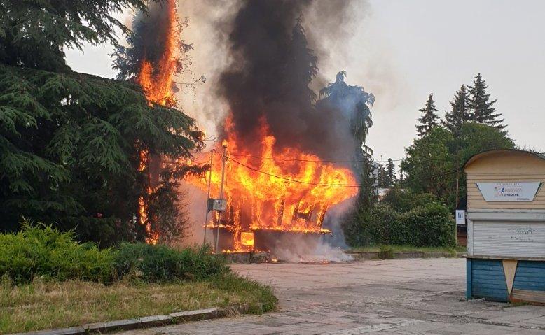 Пожежа на площі Кирила і Мефодія в Ужгороді: фото з місця події