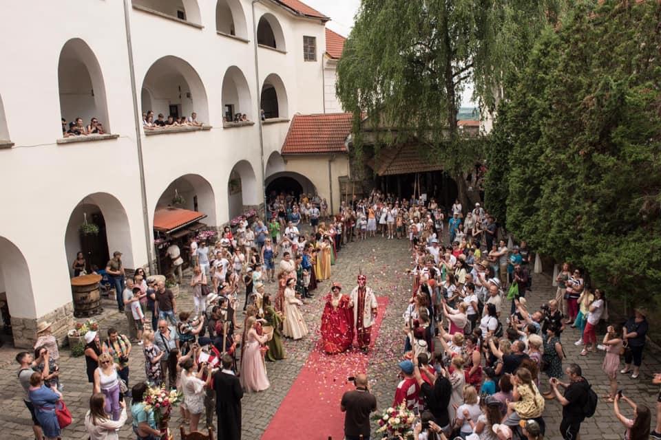 У Мукачеві в замку провели історичну реконструкцію весілля Ілони Зріні та Імре Текелі