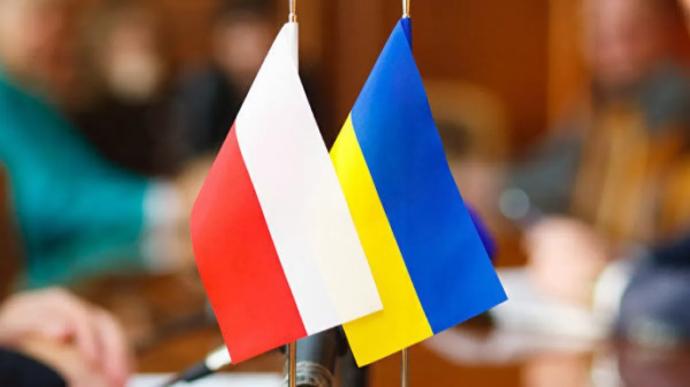 ЗМІ порахували, що у Польщі продукти вдвічі дешевші, ніж в Україні, а середня зарплата втричі вища