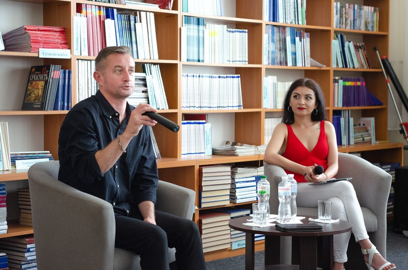 Сергій Жадан зачитував в Ужгороді свої поезії