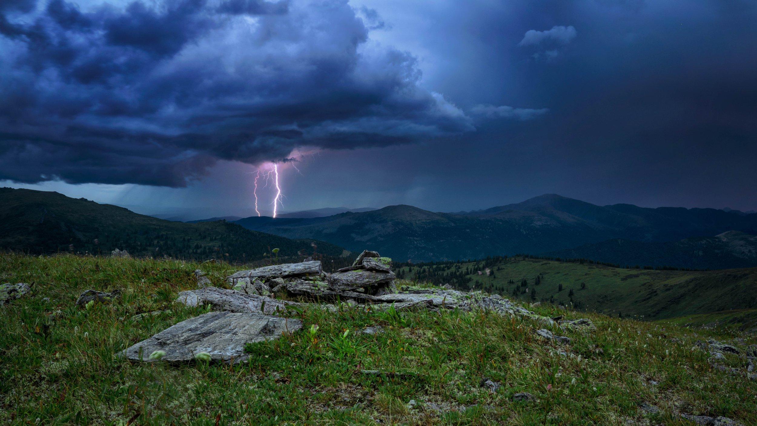 Частину Закарпатської області накриють грози