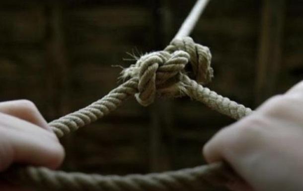 Не витримала знущань вітчима: дівчинка скоїла самогубство