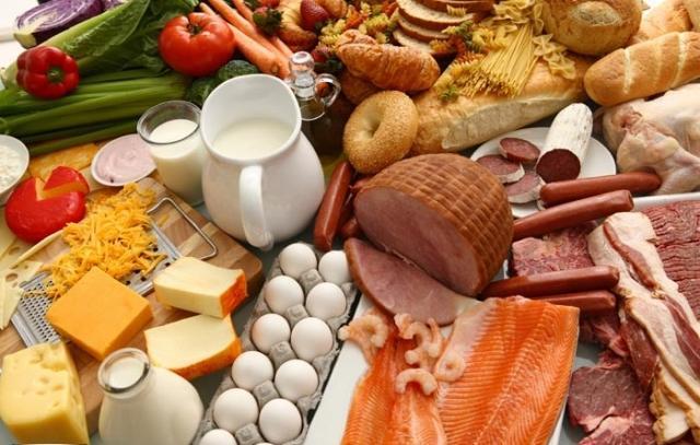 На їжу українці витрачають майже половину зароблених грошей