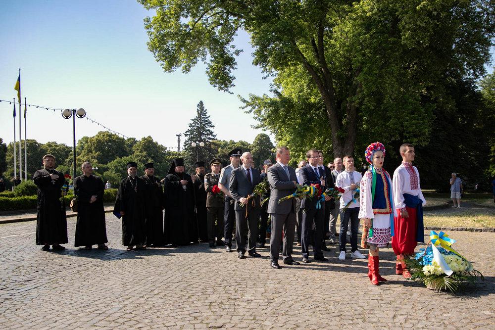 В Ужгороді відзначили День Конституції та річницю входження Закарпаття до складу України