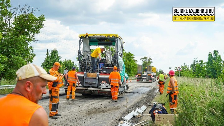 «Велике будівництво» на Закарпатті: триває ремонт дороги між двома селами