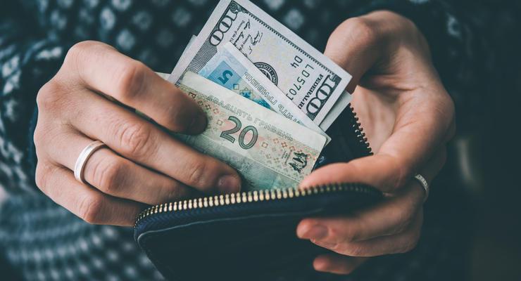 Курс валют на сьогодні: долар здорожчає, а євро подешевшає