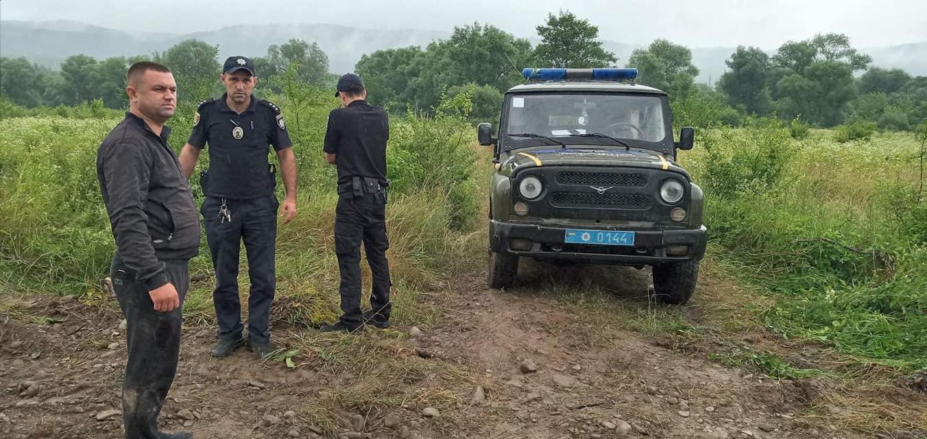 У селі вночі скоєно злочин: фото та відео з місця події