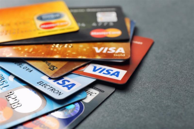 Українці будуть по-новому отримувати банківські картки