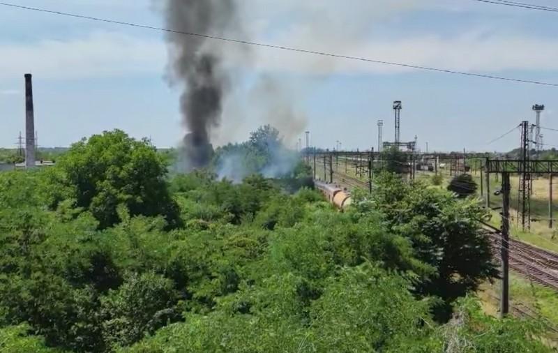 У Мукачеві спалахнула велика пожежа: опубліковано відео