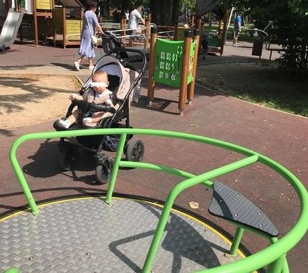 """Фейсбук """"вибухнув"""" коментарями: що сталось із дитиною в одному з парків Мукачева"""