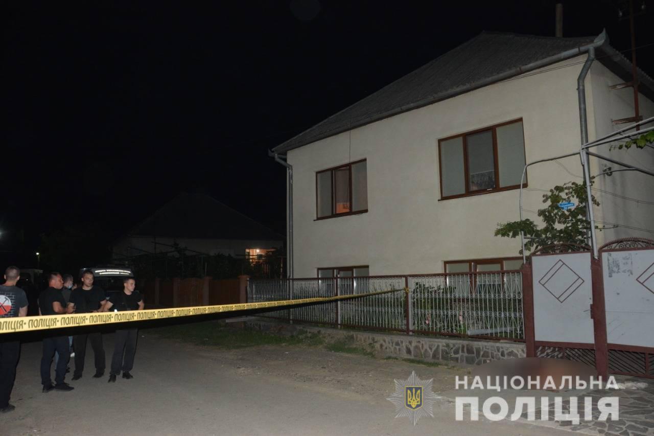 Вбивство у селі на Мукачівщині: подробиці та фото з місця події