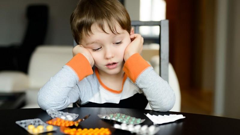 В аптеках дітям до 14 років більше не продаватимуть жодні ліки