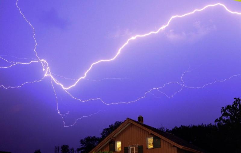 Скільки на Закарпатті триватимуть грози та зливи: прогноз синоптиків