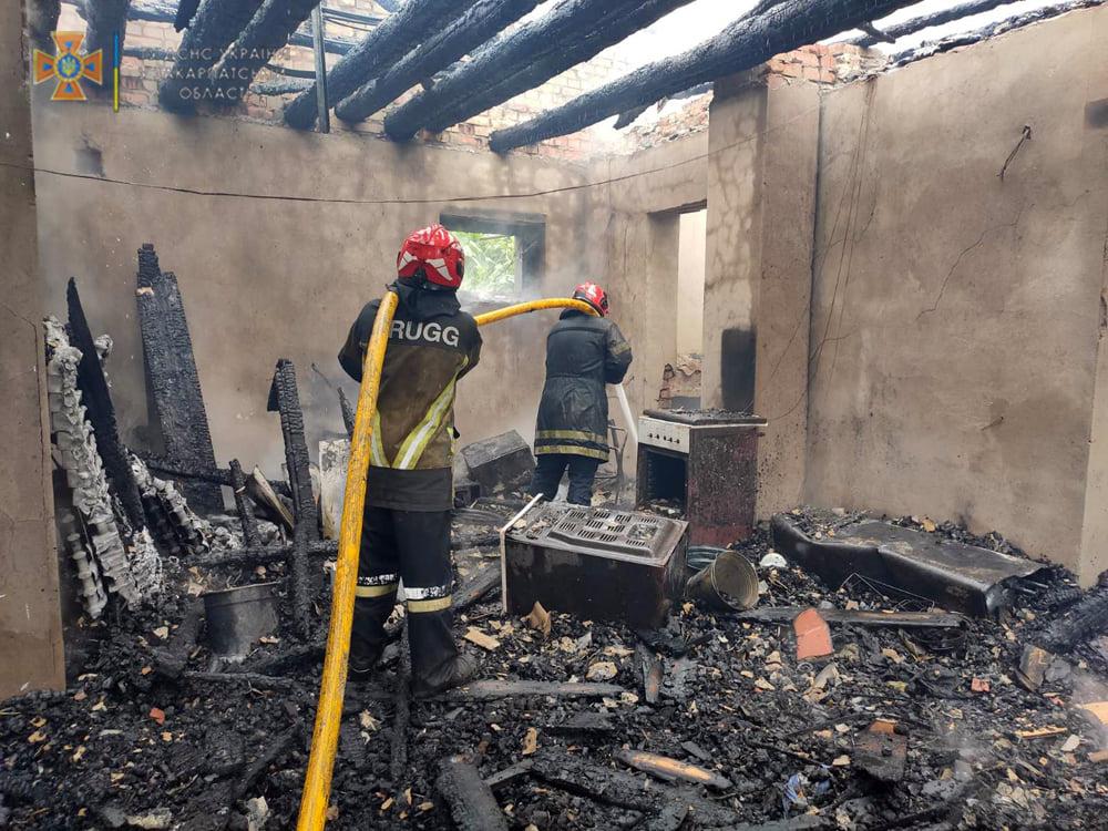 На Ужгородщині вирувала руйнівна пожежа