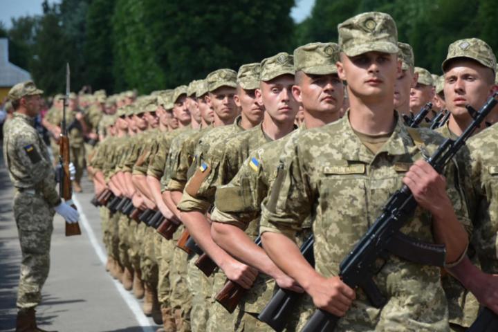 В Україні скасують обов'язковий військовий призов
