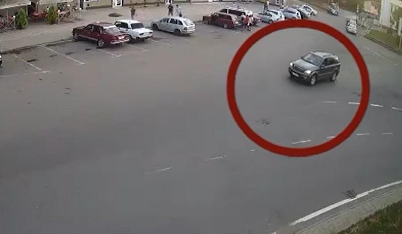 Чуєш, мене зупинила поліція: Фейсбук облетіло відео, яке зняли в Ужгороді