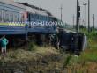 Пасажирський потяг зіткнувся з вантажівкою: опубліковано фото з місця ДТП