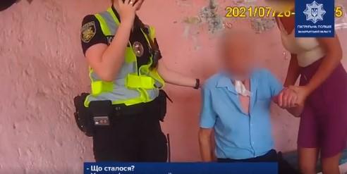 """""""У чоловіка рана на шиї, є лише поверхневе дихання"""": оприлюднено відео, як допомагали чоловіку"""