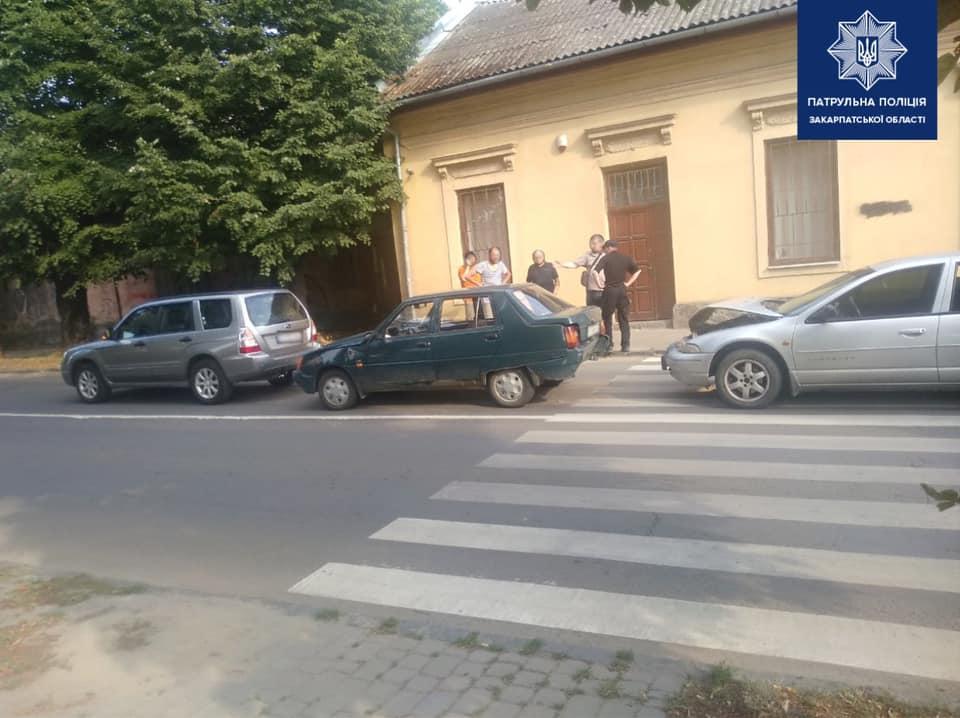 В Ужгороді трапилась потрійна ДТП: водій-винуватець заплатить понад 55 тисяч гривень штрафу